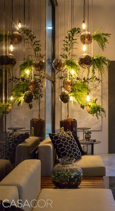Trends 36 How to Brings Nature in Your Home with Hanging Plants Ideas Bring a little of the outdoors inside by using indoor hanging house plants to liven things up a bit. There are many choices available, some of which will do bet. Interior Design Living Room, Living Room Decor, Interior Decorating, Bedroom Decor, Living Room With Plants, Spa Room Decor, Spa Interior Design, Hotel Decor, Interior Garden