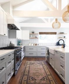 8 Top Cool Tips: Kitchen Remodel Plans Small Spaces small kitchen remodel bungalow.Kitchen Remodel Grey Marbles kitchen remodel before and after ideas.Kitchen Remodel Before And After Ideas. Home Decor Kitchen, Interior Design Kitchen, New Kitchen, Kitchen Ideas, Kitchen Layout, 1960s Kitchen, Kitchen Lamps, Kitchen Windows, Narrow Kitchen