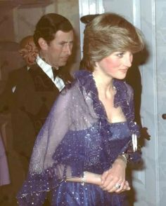 June Lady Diana Spencer attends a function at the Royal academy with her fiancé Prince Charles. Wearing a blue glittery gown and shrug. Lady Diana Spencer, Charles And Diana, Prince Charles, Prince And Princess, Princess Of Wales, Royal Princess, Duchess Of Cornwall, Duchess Of Cambridge, The Heir