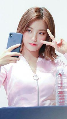 South Korean Girls, Korean Girl Groups, Female Action Poses, Pre Debut, Pigtail Braids, Cute Girl Face, Korean Actresses, Girl Bands, Sketch Poses