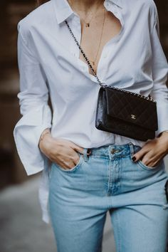 Chanel Wallet on Chain Review: Classic Black Caviar Leather + Silver Hardware | Bikinis & Passports Chanel Outfit, Look Fashion, Trendy Fashion, Young Fashion, Woman Fashion, Fashion Fall, Fashion Design, Fashion Trends, Mode Outfits