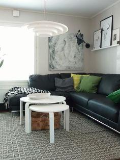 Puolitoista kerrosta kotia Couch, Living Room, Table, Furniture, Home Decor, Settee, Decoration Home, Sofa, Room Decor
