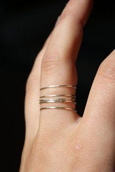 Martillado de plata pila anillo conjunto de 5 ultra por hannahnaomi
