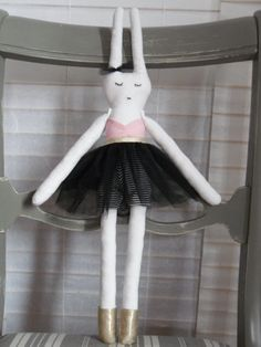 poupée Miko bunny doll danseuse
