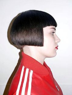 Graham used to go to the gym to weight train, but since his girlfriend had femmed him and had him styled in this sleek bob. He did yoga and aerobic classes with the girls! Stacked Bob Hairstyles, Short Bob Haircuts, Cute Hairstyles, Shaved Bob, Shaved Nape, Edgy Bob, Sleek Bob, One Length Bobs, Bob Haircut With Bangs