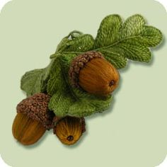 Acorn Pincushion - This is a project suited for people who always wanted to try stumpwork but always thought it was too. Brazilian Embroidery Stitches, Rose Embroidery, Embroidery Thread, Embroidery Patterns, Crazy Quilt Blocks, Yarn Thread, Christmas Embroidery, Ribbon Work, Wool Applique