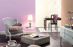 Duftig-hell und stimmungsvoll: Die Wandfarbe Fliederfest versprüht gute Laune.
