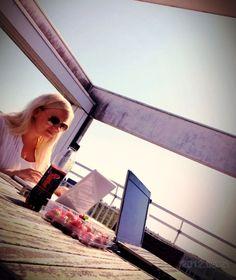 JustRecruitMe-tiimin työtilat siirtyivät kattoterassille. Ihana kesä!