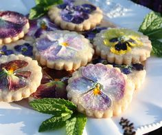 Pansy Shortbread Cookies (from StoneGable). Yes, pansies are edible and don't have much taste, so they're good for decorating. Apparently, sweet violets (NOT AFRICAN VIOLETS) and most violas are edible too. Purple Desserts, Just Desserts, Tea Party Desserts, Gourmet Desserts, Baking Desserts, Health Desserts, Shortbread Cookies, Tea Cookies, Sugar Cookies