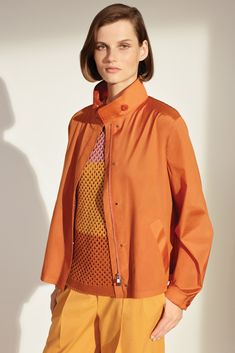 See all the looks of the collection Casual Chic Style, Casual Street Style, Sexy Outfits, Casual Outfits, Orange Blazer, Spring Outfits, Fashion News, Women Wear, Winter Jackets
