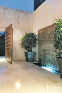 Progettazione e realizzazione di una imponente parete d'acqua per la cantina. 15 Ottime Idee Su Pareti D Acqua Pareti D Acqua Acqua Giardino Moderno