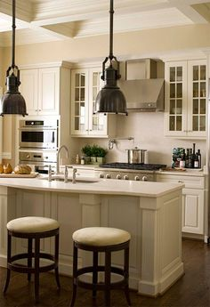 Tips for designing a traditional kitchen #kitchen #traditional #traditionalkitchen #kitchendecor #traditionalkitchendesign