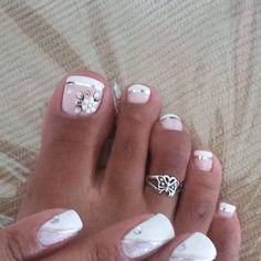 Unhas do Pé Decoradas , glittertoenails Pretty Toe Nails, Cute Toe Nails, Pretty Toes, Fancy Nails, Gel Nails, Flower Toe Nails, Glitter Toe Nails, Toe Nail Color, Toe Nail Art