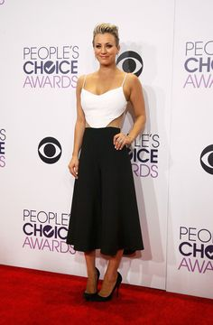 At the People's Choice Awards, Kaley Cuoco-Sweeting, who was selected Favorite Comedic TV Actress, displayed no fear of love handles in this black skirt and white top with side cutouts and spaghetti straps. (Photo:  Danny Moloshok/Reuters) NYTimes.com