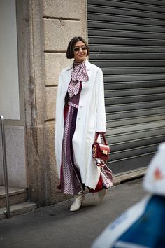 Striped Button-Downs Were a Street Style Staple Over the Weekend at Milan Fashion Week - Fashionista Milan Fashion Week Street Style, Milan Fashion Weeks, Autumn Street Style, Cool Street Fashion, Street Style Looks, High End Fashion, Fall Looks, Women's Fashion Dresses, Fitness Fashion