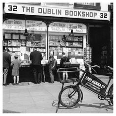 via Fred Hanna's famous Dublin book shop on Nassau street - Dublin. Now gone. This is where we bought our books for secondary school in the - Jean Old Pictures, Old Photos, Grafton Street, Living In Amsterdam, Images Of Ireland, Irish People, Photo Engraving, Ireland Homes, Dublin City