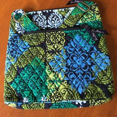 NWT Vera Bradley Crossbody Hipster in Caribbean Sea Gorgeous colors! Vera Bradley Crossbody, Vera Bradley Backpack, Caribbean Sea, Hipster, Purses, Best Deals, Colors, Floral, Bags