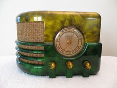 Vintage 40s Majestic Art Deco Mid Century Bakelite Radio Swirled Catalin Colors.