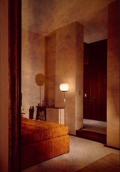 Architect Cini Boeri, 1967 by Carla de Benedetti Retro Interior Design, Italian Interior Design, Mid-century Interior, Interior Architecture, Interior And Exterior, Interior Decorating, 1970s Architecture, Bohemian Living, 70s Home Decor