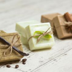 Homemade soap is fun and easy. Soap making isn't complicated since you can easily make your own soap without lye. Homemade bar soap makes great gifts too. Make your own DIY soap with rosemary. Handmade Soap Recipes, Handmade Soaps, Diy Soaps, Homemade Beauty, Diy Beauty, Beauty Tricks, Beauty Care, Diy Food, Herbalism