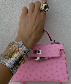 Shop Replica Designer handbags and apparel off alifinds.net website. Affordable designer replica products from best Chinese sellers