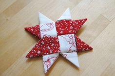 Make a Danish Star Ornament With Fabric - Yeap Pins! Fabric Christmas Decorations, Folded Fabric Ornaments, Quilted Christmas Ornaments, Christmas Origami, Diy Christmas Gifts, Christmas Projects, Holiday Crafts, Christmas Fabric Crafts, Homemade Christmas