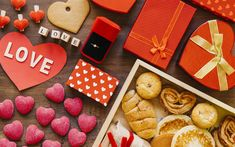 Download wallpapers Valentines Day, example of a romantic breakfast, cookies, hearts, gifts, marriage offer, engagement ring