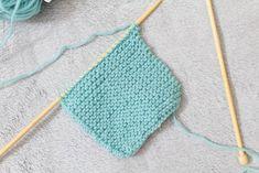 Neulotun hiuspannan teet helposti itse. Katso ohjeet Hiekkaleikkejä-blogista! Teet, Crochet Bikini, Crochet Top, Bikinis, Swimwear, Women, Fashion, Bathing Suits, Moda