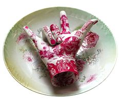 """Guns 'n' Roses"" is a porcelain hand on a dish, part of the ""Rocker"" series by corean artist Kim Joon #hands #fingers #mani #main - Carefully selected by GORGONIA www.gorgonia.it"