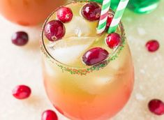 I love a good Holiday Punch, and this one not only has the flavors of the season, but it also has the colors. Doesn't it look pretty! This Holiday Punch has or Christmas Punch, Christmas Cocktails, Holiday Cocktails, Thanksgiving Punch, Non Alcoholic Christmas Drinks, Christmas Holiday, Drinks Alcohol Recipes, Punch Recipes, Cocktail Recipes