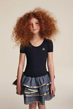 this little girl is exactly how i think pepper from good omens should look like. freckles and big, poofy red hair. Beautiful Red Hair, Beautiful Redhead, Beautiful People, Curly Hair Styles, Natural Hair Styles, Carrot Top, Ginger Hair, Curly Girl, Freckles