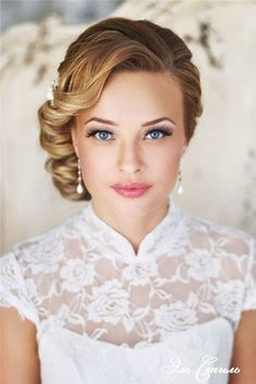 The 30 best wedding bun hairstyles - wedding hairstyles are the trend . - The 30 best wedding bun hairstyles – wedding hairstyles are the trendiest of them all. Romantic Wedding Hair, Wedding Hair And Makeup, Wedding Updo, Bridal Makeup, Bridal Beauty, 1950s Wedding Hair, Vintage Wedding Makeup, Wedding Bride, Wedding Hair Front
