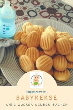 Babykekse Rezept ohne Zucker Baking baby biscuits yourself is not difficult at all. This recipe for baby biscuits without sugar contains delicious banana and is also suitable for the Thermomix: www. Meat Recipes, Baby Food Recipes, Baking Recipes, Cookie Recipes, Healthy Recipes, Food Baby, Healthy Foods, Baby Biscuit Recipe, Kids Meals
