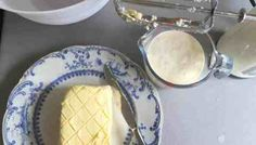These easy to make, Vanilla Buttermilk Scones will become the basic recipe for all your scone making. Easily adapted to add other flavours and ingredients. Buttermilk Scone Recipe, Baking Parchment, Blueberry Scones, Sallys Baking Addiction, Home Baking, Tray Bakes, Afternoon Tea, Baking Soda