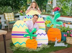 Paige Hemmis is getting ready for Easter with this fun and colorful DIY. decorating colorful DIY Outdoor Easter Decor - Home & Family - Video Spring Crafts, Holiday Crafts, Holiday Fun, Easter Projects, Easter Crafts, Easter Ideas, Bunny Crafts, Diy Osterschmuck, Diy Ostern