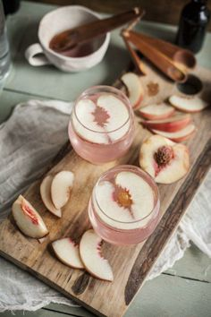 peach and raspberry gin fizz