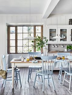 Flooring for Kitchen and Dining Room. Flooring for Kitchen and Dining Room. Farmhouse Style Open Layout with Kitchen Dining Room and Kitchen Extension Open Plan, Open Plan Kitchen, Kitchen Dining, Kitchen Decor, Kitchen Ideas, Extension Ideas, Dining Table, Dining Area, Kitchen Island