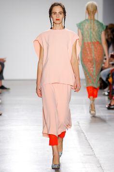 A Détacher Spring 2017 Ready-to-Wear Collection simple modern dress bat sleeves Photos - Vogue