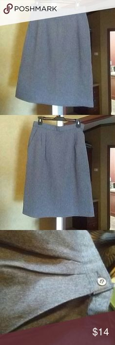 """30""""s around dress skirt This pretty feels almost like wool but not itchy very cute dressy right below the knee skirt this is a vintage item or somebody has cut the tags out however it looks brand new and I did measure it it is 30 inch around the waist has pleated front and side pockets ? Skirts Midi"""
