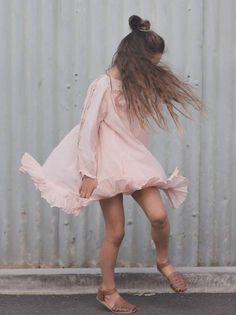 Velveteen vestidos románticos para niña. Romantic dresses for girls