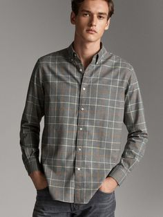 Discover men's shirts for Spring/Summer Find knit, denim, linen, printed or casual shirts for men at Massimo Dutti; must-haves to complete your wardrobe. Casual Shirts For Men, Men Casual, Check Shirt Man, European Dress, Elegant Man, Club, Mens Fashion, Shirt Dress, Fitness