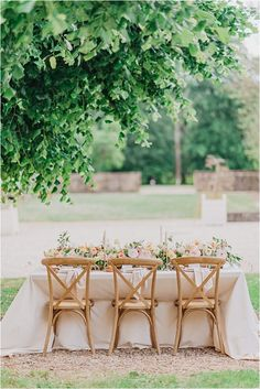 Tablesetting at Chateau-Cons-la-Grandville | Image by Morgane Ball Photography French Wedding Style, Wedding Decorations, Table Decorations, Renaissance Fashion, Groom Outfit, Wedding Boxes, Real Couples, Vintage Dishes, Simple Weddings