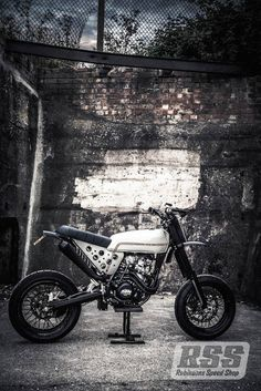 KTM 520 Street Tracker by Robinsons Speed Shop #motorcycles #streettracker #motos | caferacerpasion.com