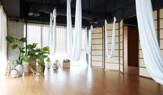 Yoga and Pilates studio By Kostas Chatzigiannis Architecture - 谷德设计网 Yoga Studio Design, Yoga Studio Interior, Yoga Room Design, Yoga Studio Home, Yoga Studio Decor, Pilates Studio, Ashtanga Yoga, Sanftes Yoga, Namaste Yoga
