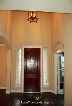 La residencia tiene pisos de madera y excelente iluminación. #Acabados #Decoración #Interiores