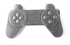 ★ NEW : Boucle Ceinture Manette Playstation ►►► http://ow.ly/SPG7y  19.90€  Parce qu'on fêtait ses 20 ans hier et parce qu'une boucle de ceinture manette PS1 c'est so geeeeeeeek.