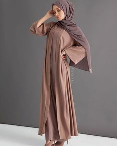 A staple statement kimono in a classic warm mocha, encapsulating an effortless vibrant aesthetic. Warm Dresses, Stylish Dresses, Casual Dresses, Slip Dresses, Abaya Fashion, Modest Fashion, Fashion Outfits, Moslem Fashion, Abaya Designs