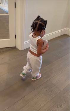 Travis Scott Kylie Jenner, Kyle Jenner, Cute Kids, Cute Babies, Baby Girl Essentials, Kylie Jenner Workout, Lara Silva, Kylie Jenner Instagram, Jenner Family