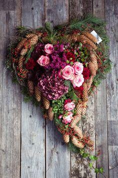 Autumn Wreaths, Christmas Wreaths, Christmas Decorations, Xmas, Christmas Arrangements, Floral Arrangements, Deco Floral, Floral Design, Garden Workshops