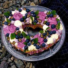 "Kateřina Gallinová on Instagram: ""#birthdaycake #creamtart #creamtartcake  #formydaughter = lemon zest-almond-cashew-butter-egg linzer heart shaped cookies with lemon juice-…"""